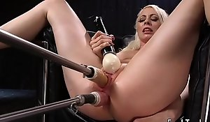 Blonde spreads legs for wet crack with the addition of anal playing