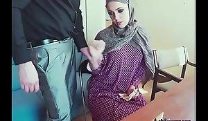 Arab Bombshell Zoe Sucks Unearth Of Stranger For Money