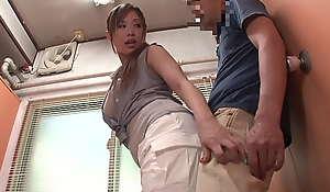 hard-core porn video 3xczlF3 下着が透けている女性のお尻に興奮してしまい、後をつけてみると...やがて女はその事に気づき、我慢した性欲が弾けて漏れだす!パート1。